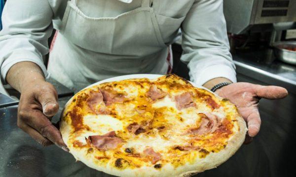 La pizza di Trattoria da Garibardi